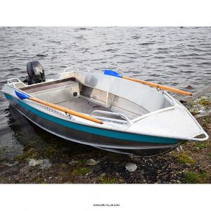 Алюминиевая моторная лодка NewStyle 430 румпельное управление